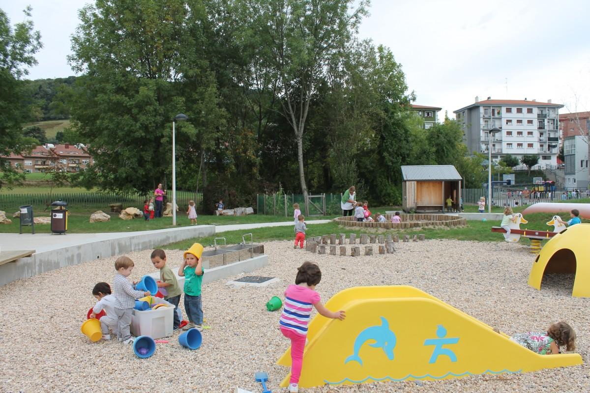 2016ko haurren gurasoentzako aurkezpen bilera Urmendi Haur Eskolan