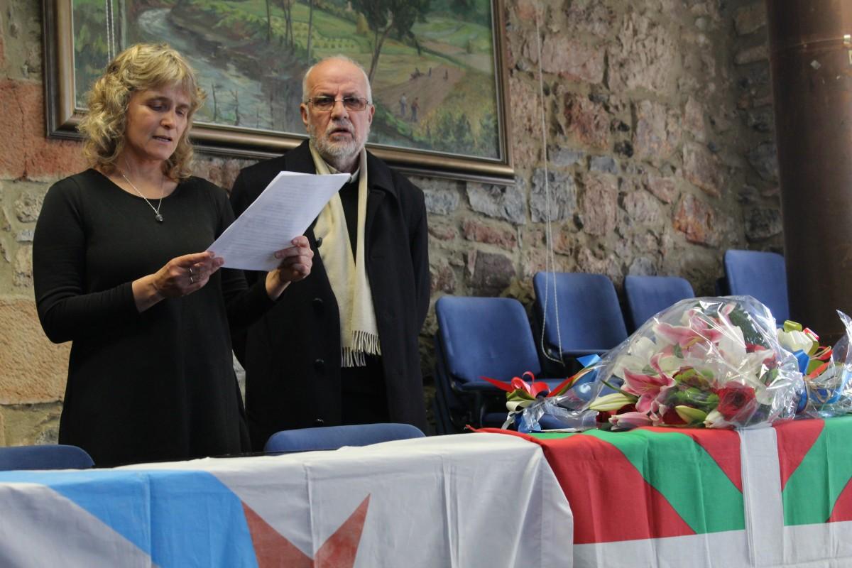 Kontxa Murgia omentzeko poesia-errezitaldia, dokumentala eta lore-eskaintza