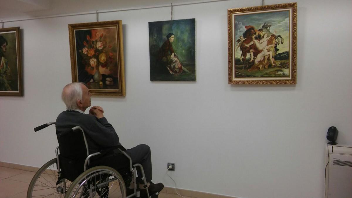 Ruiz Echeverria margolariaren atzera begirako erakusketa ikusgai udaletxean